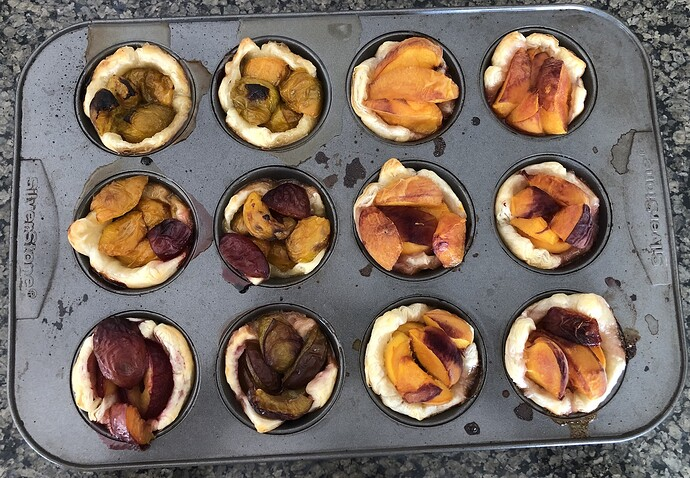 2021-07-20_Harvest_Peaches_Plums_in_pastry_IMG_0878